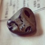 義父 作。趣味でよく綺麗な石を拾ってくる。が、たまに『遊び』をする。それが結構ツボにくる。#gray #ufo